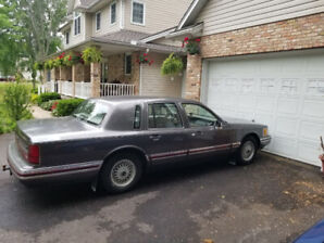 1991 Lincoln Town Car Signature Series!! (4.6L-V8) Certified!!