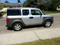 2003 honda element all wheel drive auto runs great.