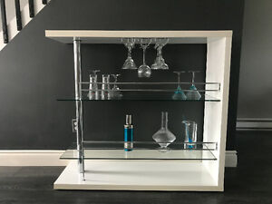 White Lacquered mini Bar