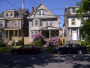2 BR BAS FLAT  CLS2DAL CLS2DWNTWN AVAIL MAY 1st- $1000.INCL