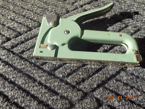 arrow and swingline staple gun and staples Kitchener / Waterloo Kitchener Area image 1