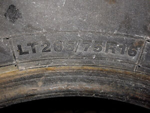 TWO 265/75R16 A/T