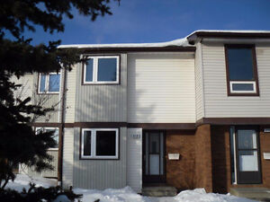 Walking distance to Lakehead University.    available May 1
