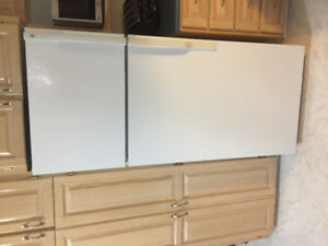 Selling white GE refrigerator in excellent condition