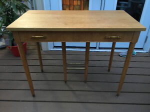 COMPACT SOLID WOOD TABLE GREAT DESIGN