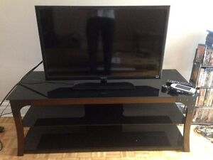 Glass Tv stand - 90$ West Island Greater Montréal image 1