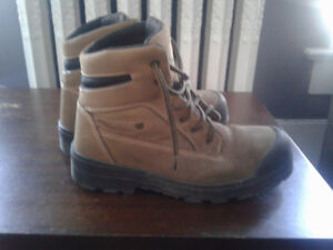 Dickies steel toe work boots only worn a couple times.