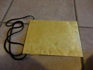 Women's Chinese silk yellow crossbody purse Brand new London Ontario image 4