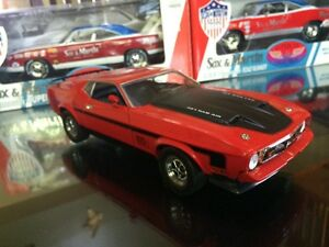 Ford Mustang Mach 1 1971 Diecast 1/18 die cast discontinué