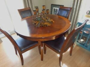 *****DINING ROOM SET WITH HUTCH*****