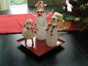 ADORABLE GLASS SNOWMAN FAMILY Peterborough Peterborough Area image 1
