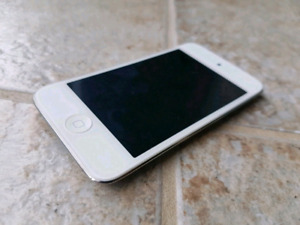 8GB iPod Touch (4th Gen)