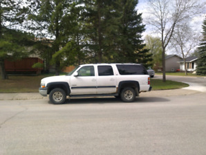 Parting out 2000 chev suburban 2500
