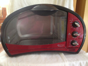 """"""" Cute as a Button"""" Betty Crocker Red Retro looking toaster oven"""