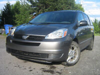 2005 Toyota Sienna 4x4 AWD Familiale 7 passagers.