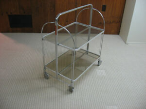 Serving trolley, collapsible