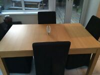 Immaculate dinning room table and chairs!