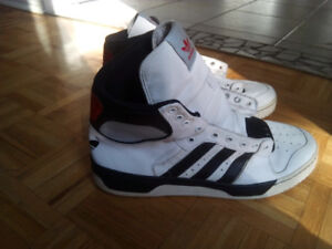 Classic Adidas - Slightly used, in good condition. Size 12.5