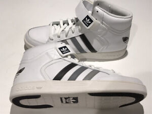 --ADIDAS VARIAL MID BRAND NEW SIZE 9.OBO.
