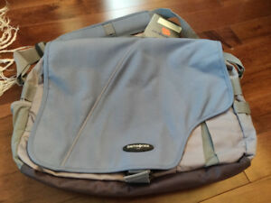Brand-new Samsonite Messenger Bag