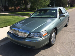 2006 Lincoln Town Car Designer Series (Extremely low mileage)
