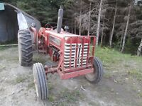Tracteur International B275