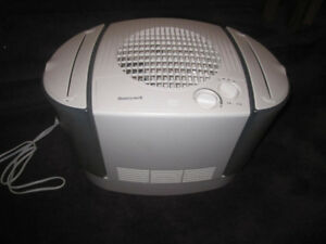 Honeywell, HEV680, Top-fill Console Humidifier, White - like new