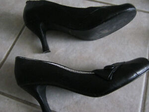 #TelusHelpMeSell - 1 Pair Of Ladies Shoes - Excellent Shape! Kitchener / Waterloo Kitchener Area image 3