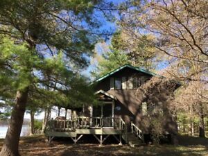 Large Waterfront Cottage on oversized lot 1hr ,15 min from Ott.