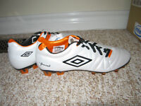 *NEW Umbro Specially 3 pro Soccer Cleats / Soccer Shoes size 9*