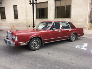 1985 Lincoln Towncar... Cruise Like Royalty