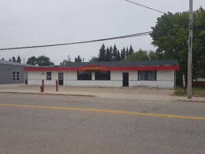 Well Maintained, Clean 130 Seat Restaurant w/Attached Bungalow!