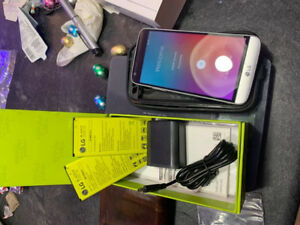 LG G5 New with three batteries and otter box