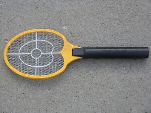 FLY SWATTER/TAPETTE A MOUCHE