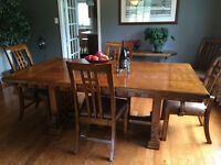 Harvest Mission Style Dining Room Ensemble
