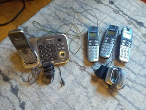 Panasonic cordless phone with 4 handsets & answering system