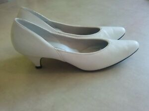 white, closed heel, 2 inches,size 10,by Naturalizer.