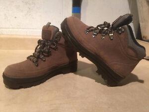 Women's Stone Dry Waterproof Winter Boots Size 8