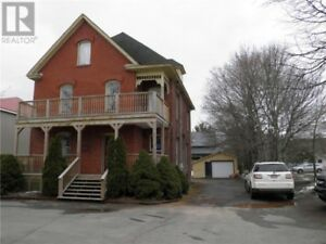 Bldg in high traffic area with a business rented & 2 apartments!