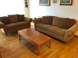 Like New, Decor-Rest Couch Set