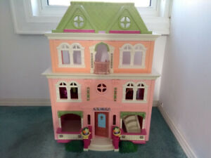 Gorgeous Fisher Price doll house
