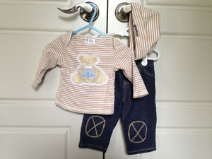 Baby Guess 3pc outfit, size 6-9mos $4