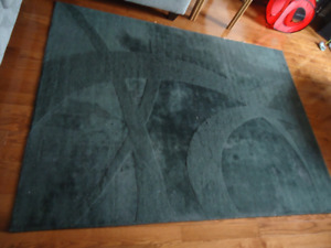 BLACK WOOL  AREA RUG - 5.5' BY 7.5'