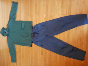 Rain gear, medium size, for 5feet 10inch person, new. Lots of zi