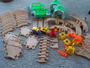 Fisher Price Flip Track 1992 Vintage - 71 pieces London Ontario image 2