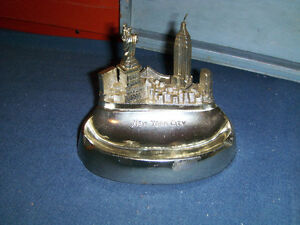 VINTAGE NEW YORK CITY STATUE OF LIBERTY METAL ASHTRAY-1950/60S