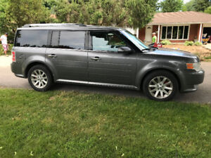 2010 Ford Flex, 3rd row, AWD, very clean - $7500