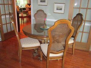 .Vaisellier,table, 6 chaises,  (Classique Stanley) Gatineau Ottawa / Gatineau Area image 6