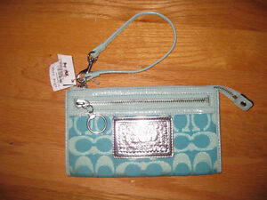 AUTHENTIC COACH stylish new wallet !!