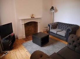 DOUBLE ROOM HOUSE SHARE £425 ALL BILLS INCLUDED.